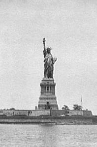 statue_of_liberty_bw